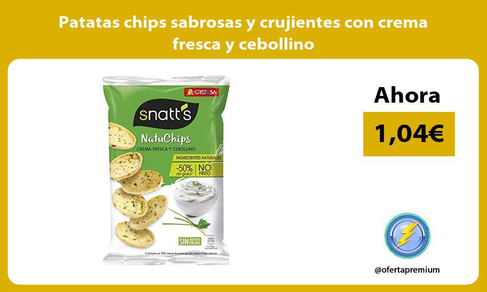 Patatas chips sabrosas y crujientes con crema fresca y cebollino