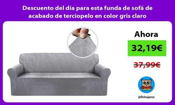Descuento del día para esta funda de sofá de acabado de terciopelo en color gris claro